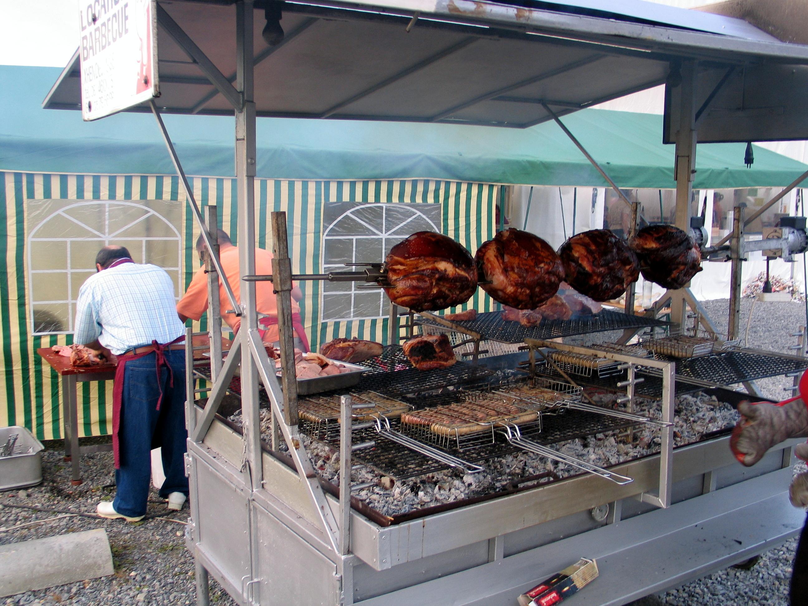 Location de remorques pour barbecue boucherie charcuterie traiteur jus - Comment faire prendre un barbecue ...